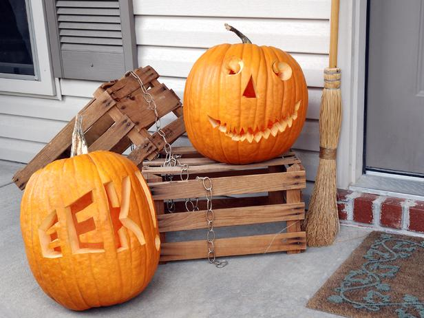 iStock-10282804_two-pumpkins-on-porch_s4x3_lg