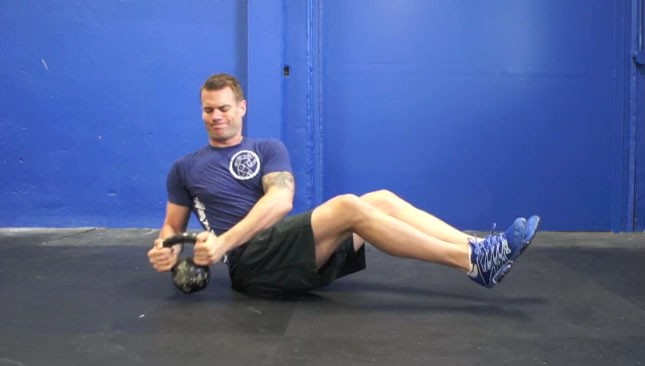 male_kettlebell-trunk-twists_2